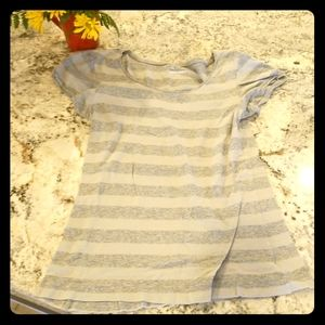 grey short sleeve t